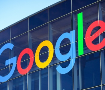 August 19, 2018 Mountain View / CA / USA - Google logo on one of the buildings situated in Googleplex, the company's main campus in Silicon Valley