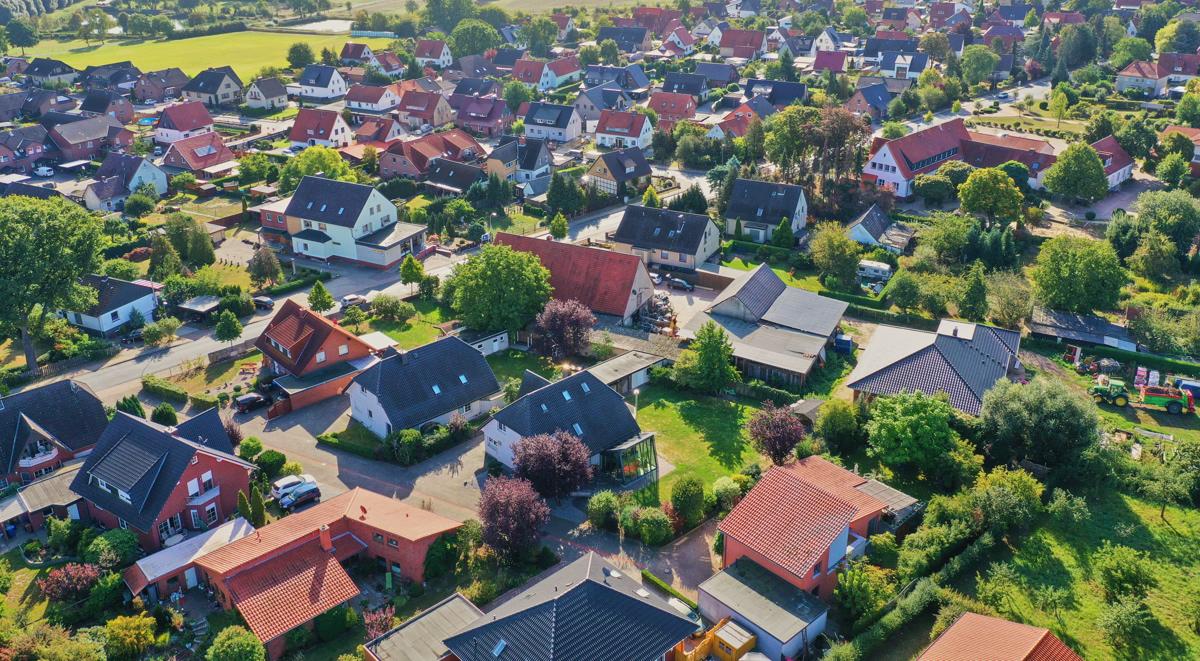 Mortgage applications continue to fall as rates climb thumbnail